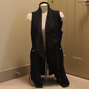 Dex black vest with tie at waist. Sz medium.